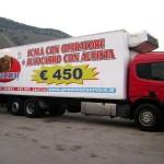 Applicazione adesiva su camion